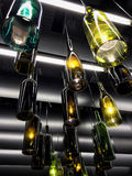 Wspaniały retro lekki lampowy wystrój robić puste wino butelki Fotografia Royalty Free