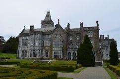Wspaniały widok Adare rezydencja ziemska w okręgu administracyjnego limeryku Irlandia Zdjęcia Stock