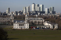 Wspaniały widok od Greenwich obserwatorium bierze w widokach tak jak Docklands i miasto w Londyn Obrazy Stock