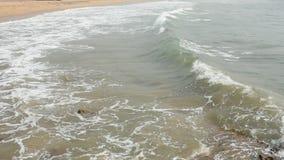 Wspaniały widok Wysokiego morza przypływu spadać zbiory wideo