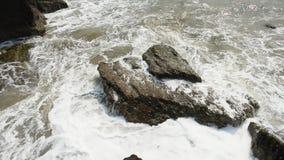 Wspaniały widok Wysokiego morza przypływu spadać zbiory