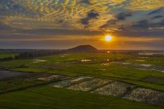 Wspaniały zmierzchów ryż i nieba poly trutnia strzał fotografia stock