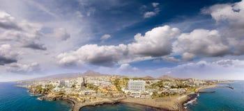 Wspaniały zmierzchu widok z lotu ptaka Playa de Las Ameryki Wyrzucać na brzeg a Obraz Stock