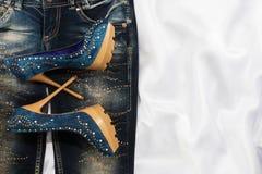 Wspaniała kobiety moda, cajgi, buty w rhinestones Obraz Royalty Free