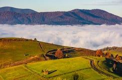 Wspaniały ranek w górzystym obszarze wiejskim Fotografia Stock