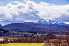 Wspaniały widok Cairgorm góry wysoki plateau w Szkocja i Widok od Kincraig zdjęcie royalty free