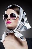 Wspaniała caucasian brunetka z okularami przeciwsłonecznymi Obrazy Royalty Free