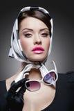 Wspaniała caucasian brunetka z okularami przeciwsłonecznymi Obraz Stock
