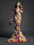 Wspaniała dama w sukni kwiaty Zdjęcia Royalty Free