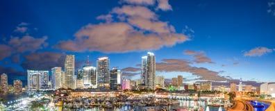 Wspaniali półmrok kolory Miami linia horyzontu, Floryda Panoramiczny słońce zdjęcia stock