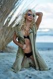 Wspaniali seksowni blondyny na plaży Obraz Royalty Free