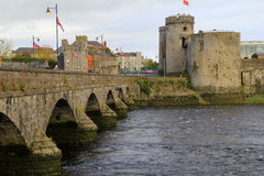Wspaniały widok królewiątka John kasztel, xiii wiek kasztel na królewiątko wyspie, limeryk, Irlandia, spadek, 2014 Zdjęcia Royalty Free