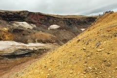 Wspinać się aktywny wulkan Mutnovsky na Kamchatka Zdjęcie Stock