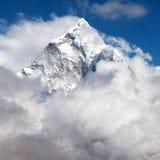 Wspina się Ama Dablam wśród chmur, sposób Everest podstawowy obóz Zdjęcie Royalty Free