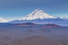 Wspina się Bolshaya Udina, powulkaniczny masywny, jeden powulkaniczny kompleks na Kamchatka, Rosja fotografia stock