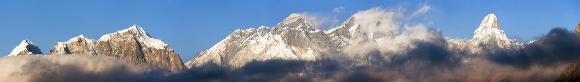 Wspina się Everest, Lhotse i Ama Dablam panoramę, Obraz Royalty Free