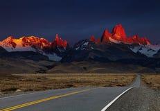 Wspina się Fitz przy wschód słońca Roy, Patagonia, Argentyna Obraz Stock