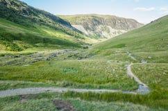 Wspina się Helvellyn, 950 metres wysokiego above Jeziornego Ullswater fotografia royalty free