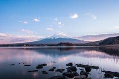 Wspina się Fuji przy Kawaguchiko, odbicie, zmierzch Obrazy Royalty Free