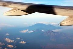 Wspina się Gunung Raung w Wschodnim Jawa od samolotu Zdjęcie Royalty Free