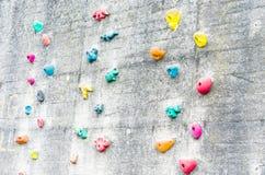 Wspinaczkowa ściana z pięcie pomocami Obrazy Royalty Free