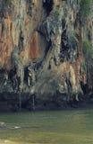 Wspinaczkowa faleza plażą Zdjęcia Royalty Free