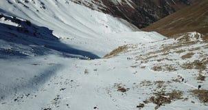 Wspinaczkowi arywiści szczyt śnieżny wąwóz Strzelać z trutniem zbiory