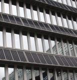wspinająca się budynek fasada kasetonuje pv słonecznego Fotografia Royalty Free