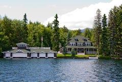 Wässern Sie seitliche Villa Lizenzfreies Stockbild