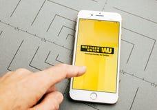 Wstern在iPhone 7的联合货币调动app加上应用 库存照片