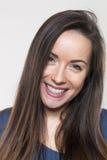 Wstrząśnięta młoda kobieta ono uśmiecha się z szczęściem Obraz Royalty Free