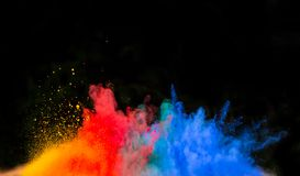 Wszczynający kolorowy proszek nad czernią Obrazy Royalty Free