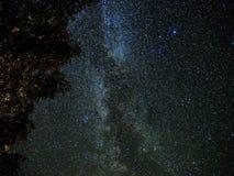 Wszechrzeczy i milky sposób gra główna rolę nocne niebo obrazy royalty free