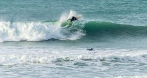 Wszystkie akcja surfing, Fistral plaża, Newquay, Cornwall obraz royalty free