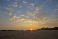 Wszystkie drogi prowadzenie wschód słońca obrazy stock