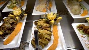 Wszystkie obejmujący karmowy bufet w luksusowym kurorcie Wiele naczynia Posiłki w restauraci zbiory
