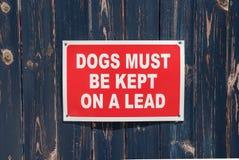 Wszystkie psy Musz? Utrzymuj?cy Na prowadzenie znaku fotografia royalty free