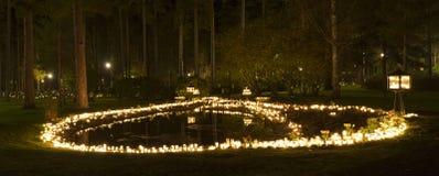 Wszystkie saints wieczór przy cmentarzem w Katrineholm Szwecja, obraz stock