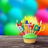 Wszystkiego najlepszego z okazji urodzin babeczki z świeczkami Fotografia Royalty Free