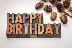 Wszystkiego najlepszego z okazji urodzin w drewnianym typ zdjęcia stock