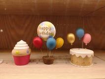 Wszystkiego najlepszego z okazji urodzin zabawki tort, balon obraz royalty free