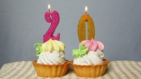 Wszystkiego Najlepszego Z Okazji Urodzin zasycha, dwadzieścia rocznica z liczb świeczkami zdjęcie wideo