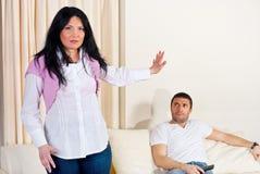 Wütende Paare in der $überschneidung Stockfoto