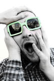 Wütender junger schreiender Mann Stockfotografie