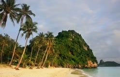Wua Talab ö på soluppgång, Ang Thong National Marine Park, Tha Royaltyfria Foton