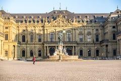 Wuerzburg, Duitsland - Februari 18 2018: Vooraanzicht van het koninklijke woonplaatspaleis in Wuerzburg stock fotografie