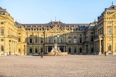 Wuerzburg, Duitsland - Februari 18 2018: Vooraanzicht van het koninklijke woonplaatspaleis in Wuerzburg stock afbeelding