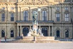 Wuerzburg Tyskland - Februari 18 2018: Främre sikt av den kungliga uppehållslotten i Wuerzburg Arkivbild