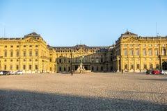 Wuerzburg Tyskland - Februari 18 2018: Främre sikt av den kungliga uppehållslotten i Wuerzburg Arkivfoto