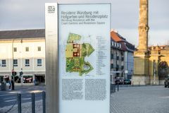 Wuerzburg Tyskland - Februari 18 2018: Underteckna förklaring av den kungliga uppehållslotten i Wuerzburg Fotografering för Bildbyråer